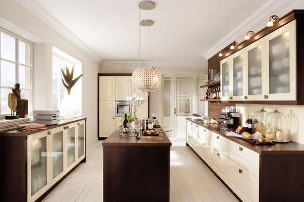 Traditionally stylish linear kitchen designs - Magnolia hochglanz ...