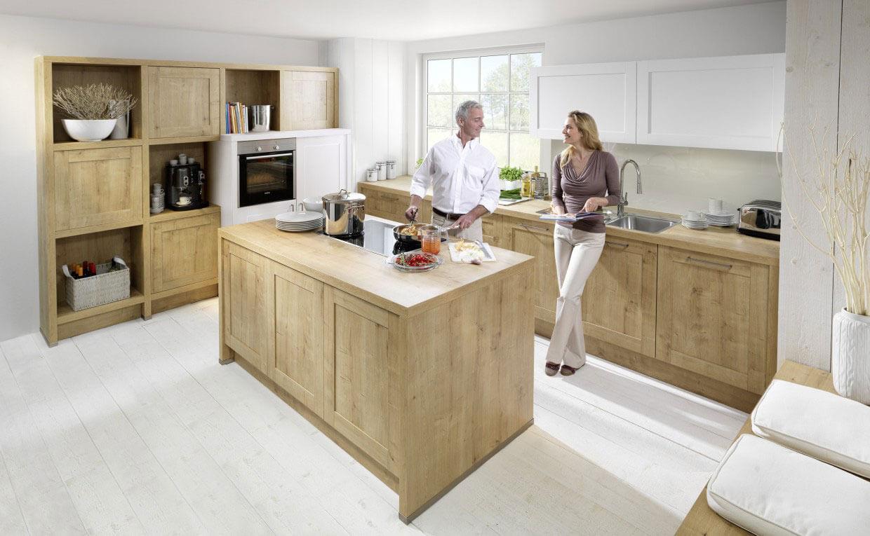 Traditionally Stylish Linear Kitchen Designs