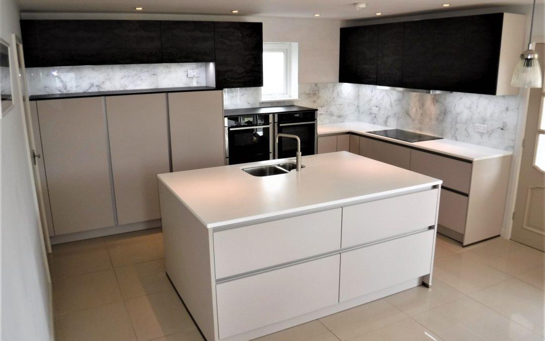 Kitchen with Jackson Pollock style Glass