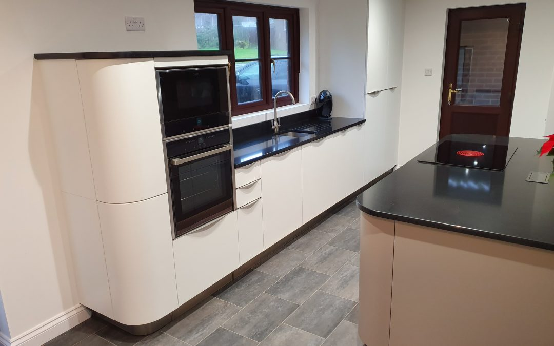 Curvaceous Kitchen in Medham